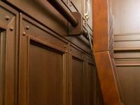Gardrób szekrény egyedi létra megoldással részlet