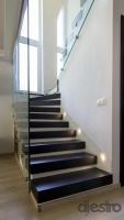 lépcső oldalvilágitással