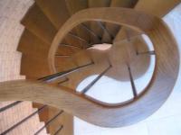 Íves lépcső korlátja