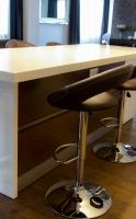 Corian munkapult székekkel