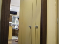Felületkezelt tapéta ajtó, macska ajtóval