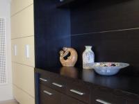 Előszoba bútor wenge-bézs kombináció, bemarta alu dekorral