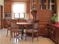 Klasszikus konyha reggeliző asztal
